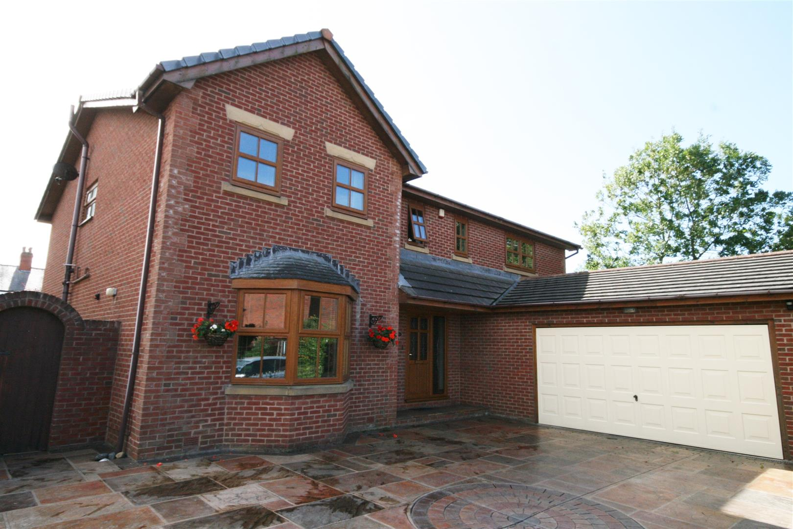 4 Bedrooms Detached House for sale in Mathews Court, Marton, Blackpool